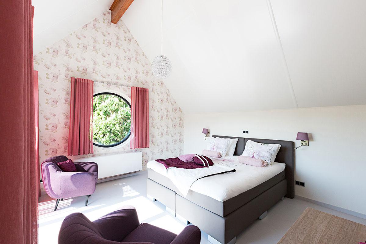 Kamer driene is gelegen op de eerste verdieping en heeft een prachtig uitzicht - Kamer heeft een mager ...